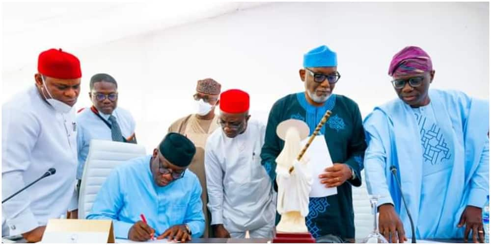 Southern governors in a meeting