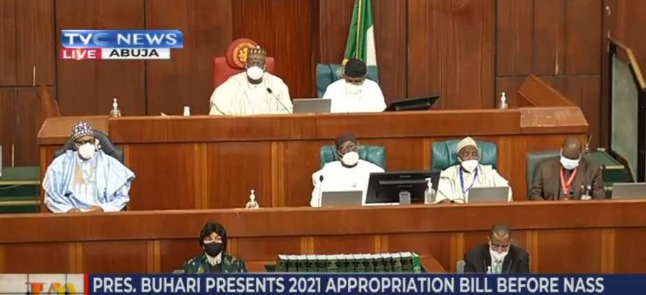 Yanzu-yanzu: Buhari ya dira majalisar dokokin tarayya don gabatar da kasafin kudin 2021