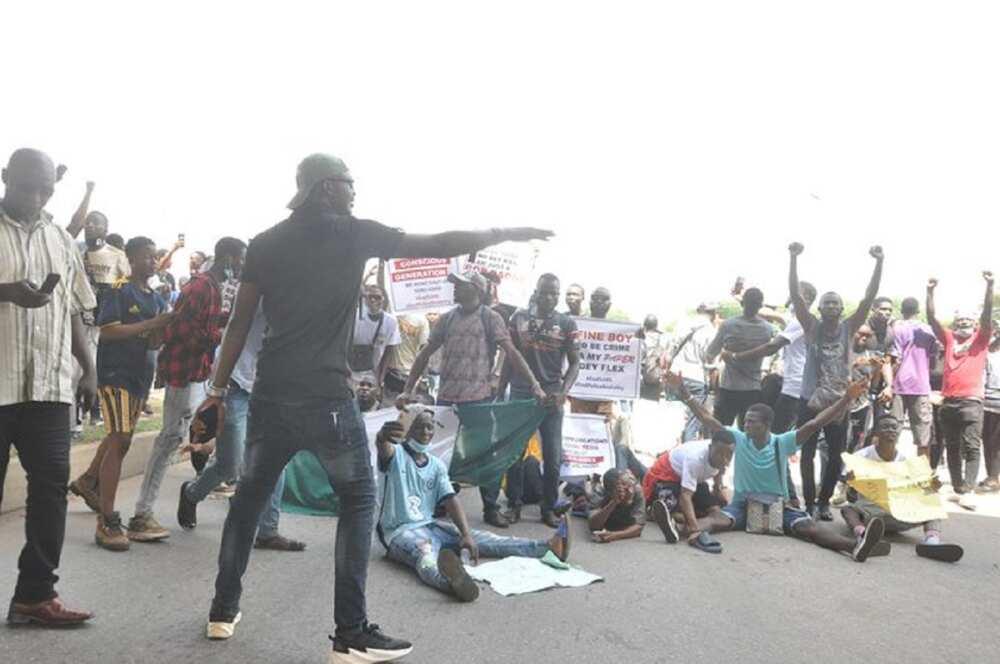 Rayuka 69 suka salwanta sakamakon zanga zanga EndSARS, inji Buhari
