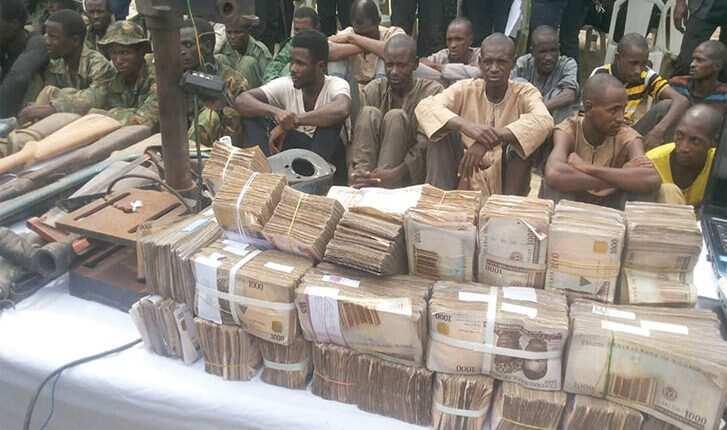 Jami'an SARS sun samu N10m, bindigu 8 a hannun masu garkuwa da mutane a Sokoto, hotuna