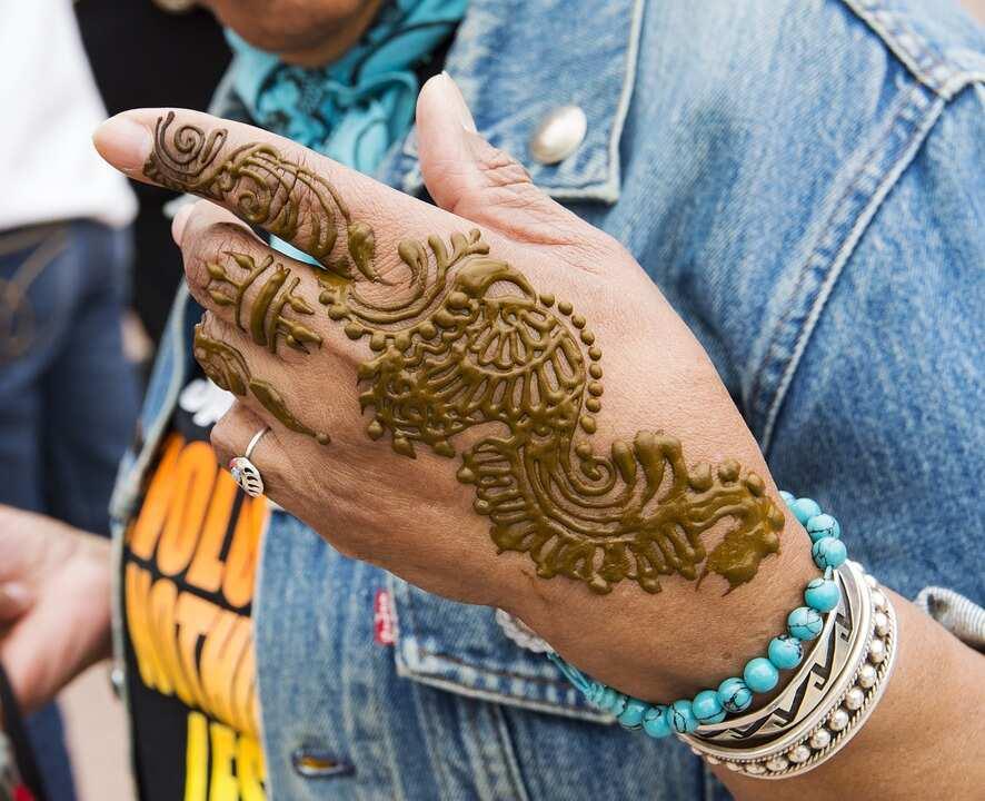 Golden 3D henna