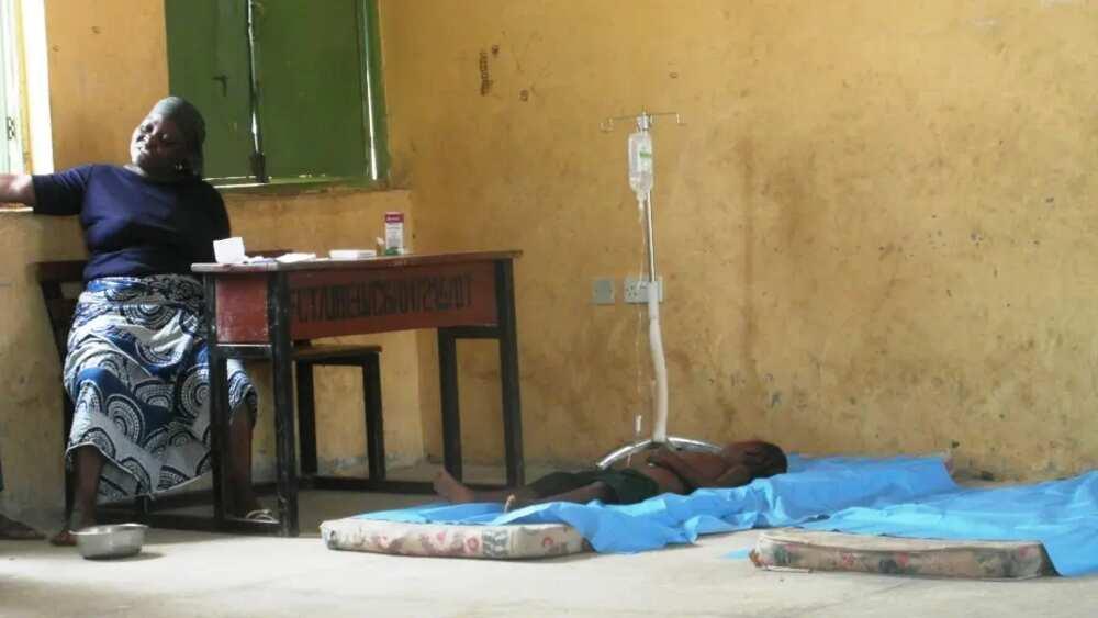 Wata yar Najeriya na jinyar ɗiyarta dake ɗauke da Malaria