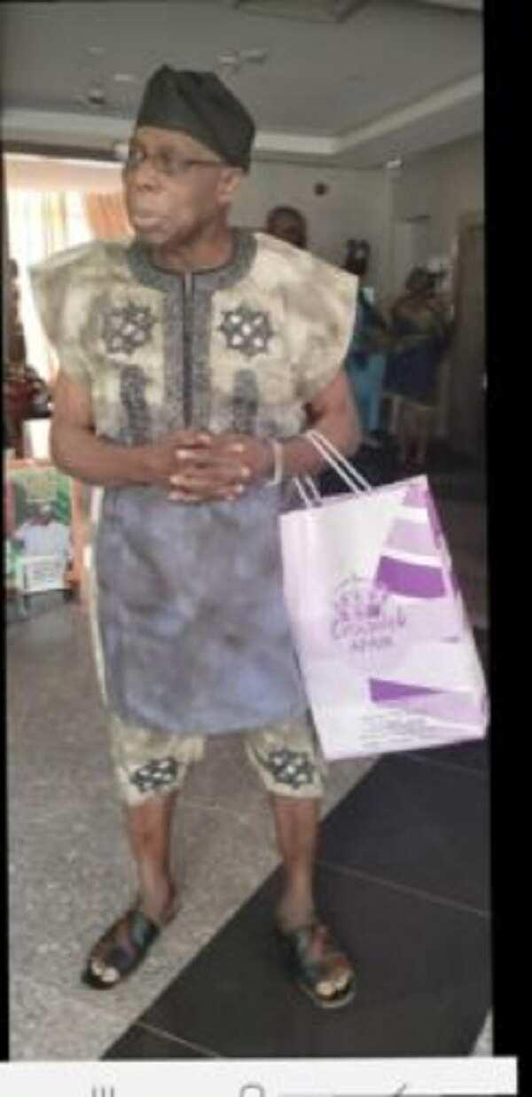 Hotunan Obasanjo ya cakare tare da gwangwajewa tamkar matashin saurayi