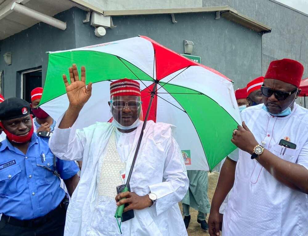 Rabiu Kwankwaso ya isa Benin, ya na ganawa da manyan PDP kan zaben Edo