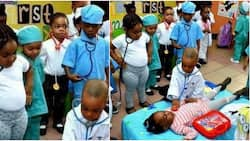 """So beautiful: Adorable photo shows little kids dressed as doctors examining a """"patient"""", many react"""