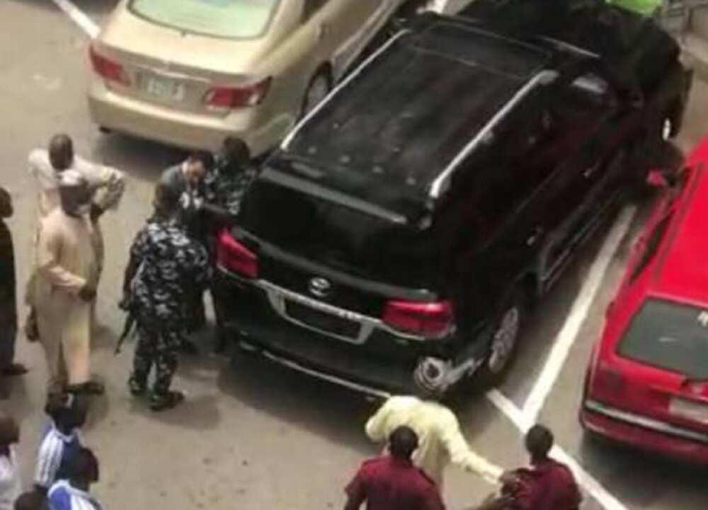 Shugaban CCT ya suburbudi mai gadi a Abuja, ya ce yayi masa 'tsageranci'