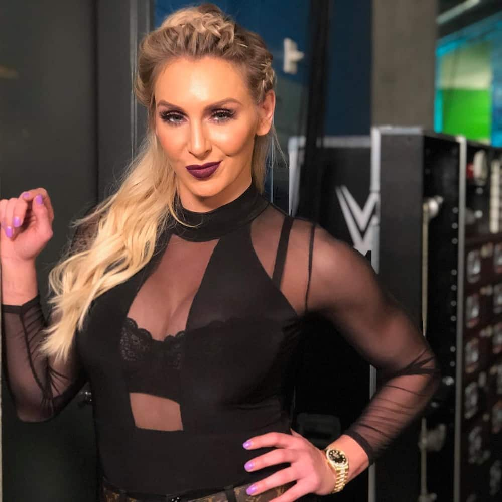 how tall is Charlotte Flair