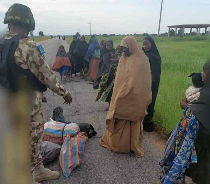 Nasara daga Allah: 'Yan Boko Haram 88 sun mika wuya da makamansu ga sojojin Najeriya