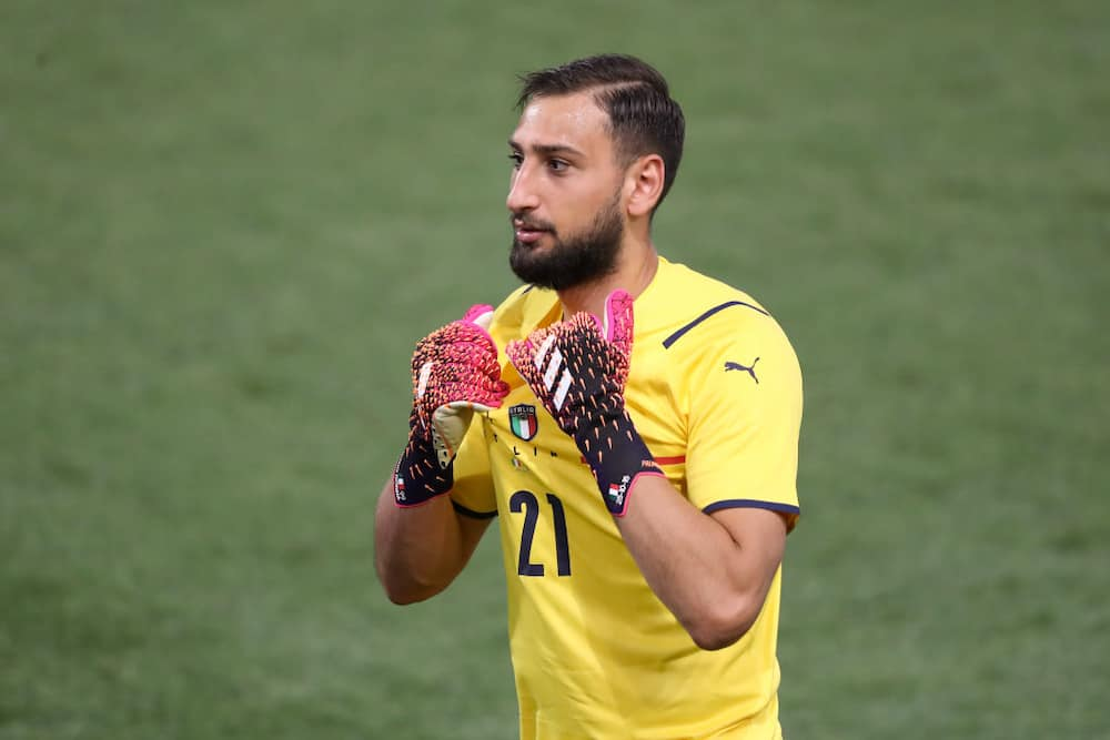 PSG set to complete Donnarumma free transfer and will pay keeper £200k a week