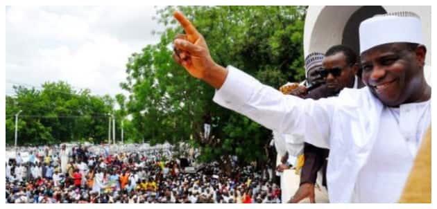 Security agent kills 1 injures 2 in stampede for Tambuwal's cash