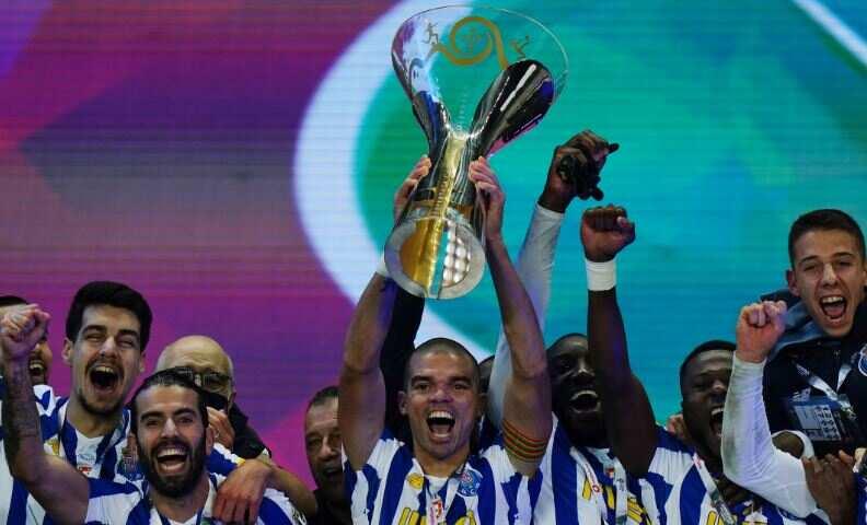 Zaidu Sanusi and his teammates celebrating