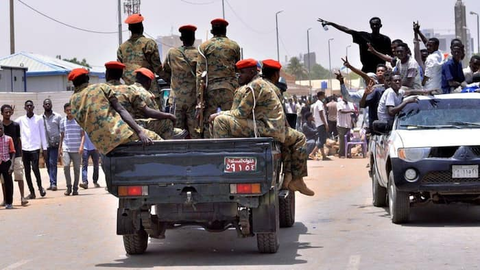 Sudan: 3 drastic decisions taken by soldiers after arresting PM Hamdok