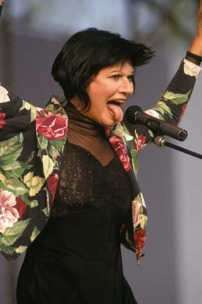 Redécouvrez la biographie de Guesch Patti: Sa vie, sa discographie, ses chansons et ses paroles