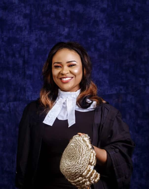 Beautiful lady who lost her right arm at tender age inspires many as she's called to bar (photos)