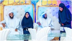 Beautiful photos showing Muslim wedding ceremony with cute cake stand, bride in hijab go viral
