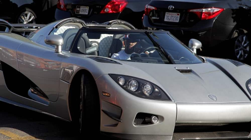 Floyd Mayweather Shows Off Lavish Garage, Gives Stunning Number of Exotic Cars He Has Purchased