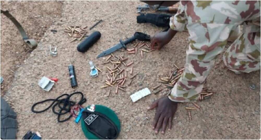 Hotunan 'Ɗan Sanda' Da Sojoji Suka Kama Da Harsashi 220 Da Gurneti a Borno