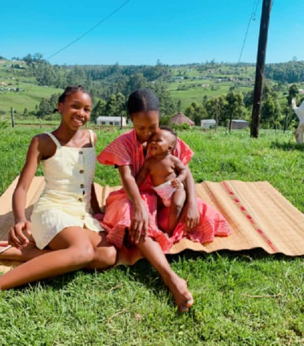 12 Year old helps mom with R15 after overhearing that she is broke