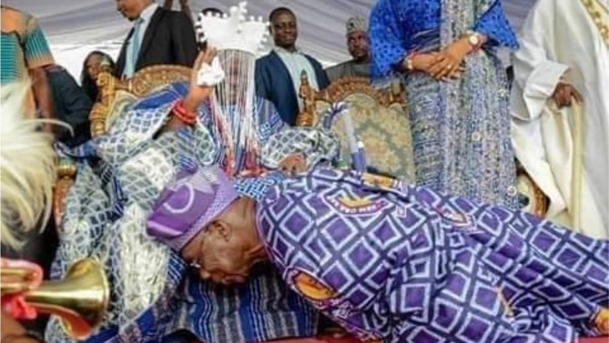 83-year-old Obasanjo prostrates for 59-year-old monarch - Melaye shares photo, Nigerians react