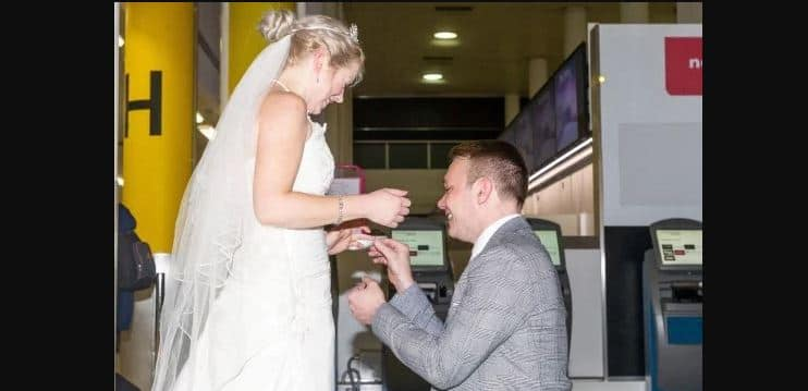 Couple get married on 1st date, 10 days after meeting online