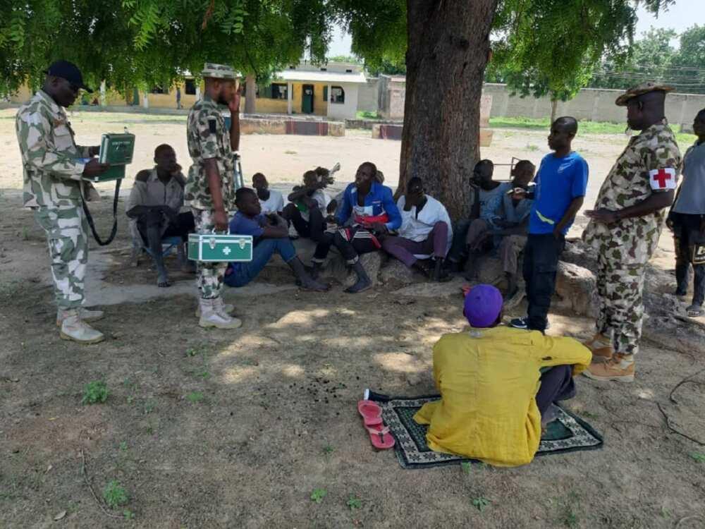 'Yan Boko Haram tare da iyalansu sun mika wuya ga dakarun soji a Banki