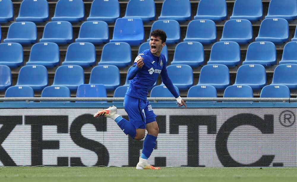 Carles Alena leaves
