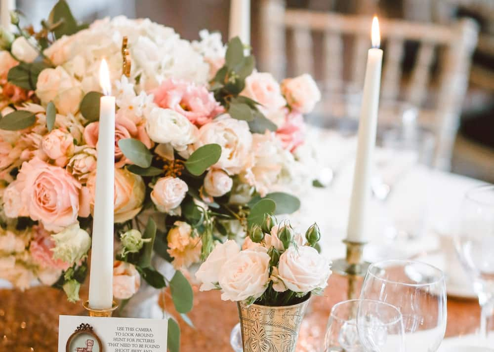 What colour goes with peach for a wedding?