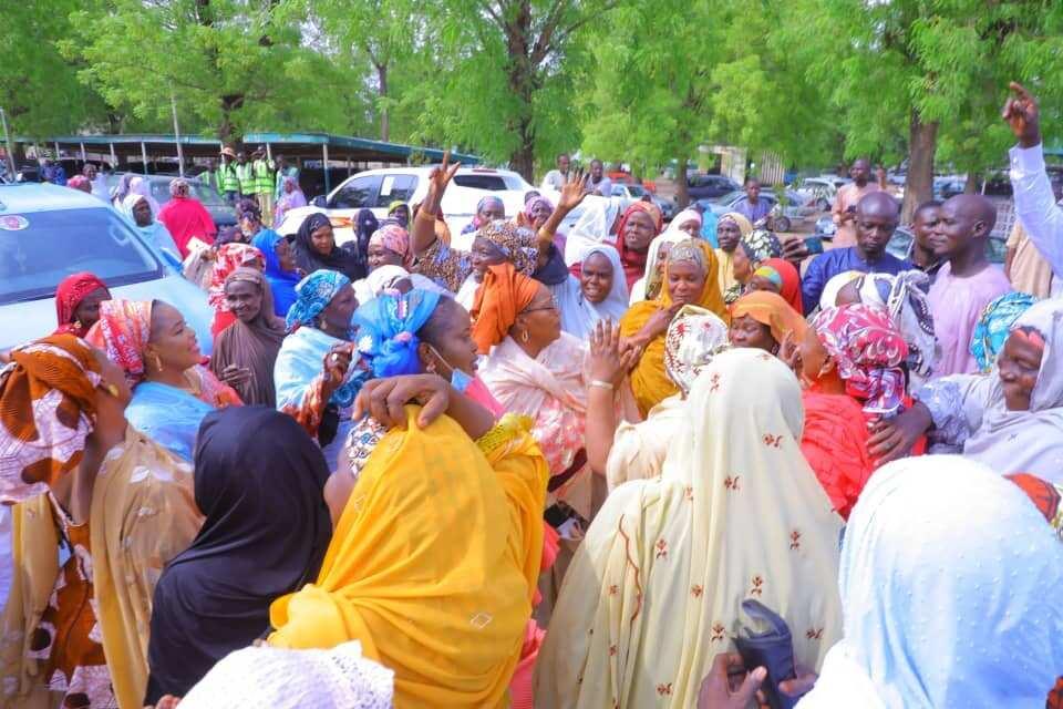 Bayan makonni 3 da tafiya hutu, mutan Borno na farin cikin dawowan gwamna Zulum