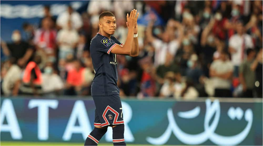 PSG and Real Madrid Prepare for Showdown Transfer Talks With Striker Determined to Leave French Club