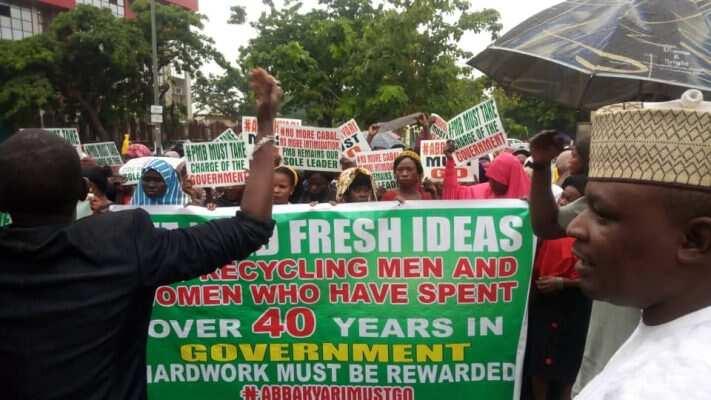 Breaking: APC stakeholders storm Aso rock, ask Buhari to sack Kyari (photos)