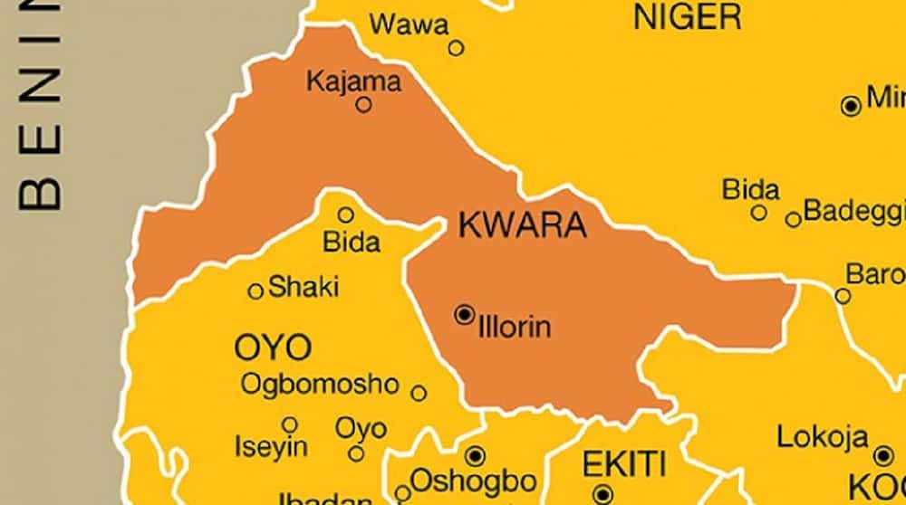 Matasa Sun Ƙona Mota da Gidan Mai Garkuwa da Mutane a Kwara