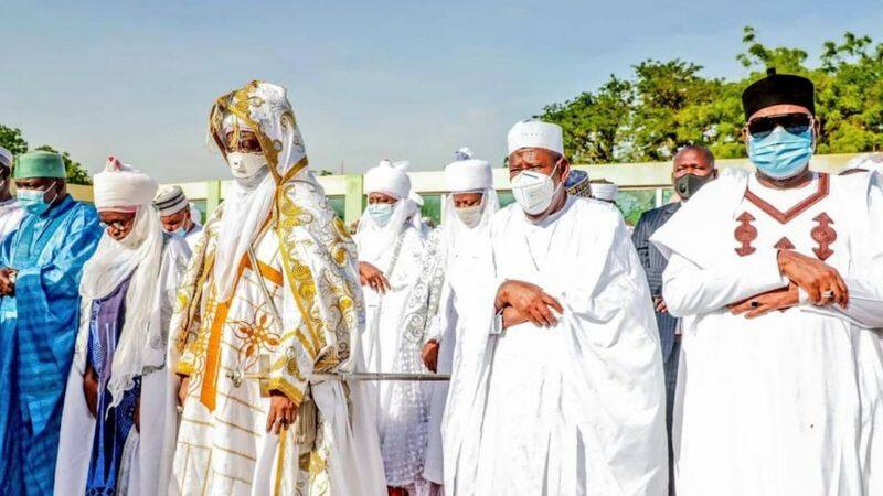 Babbar sallah: Hotunan yadda wasu fitattun mutane suka yi sallah Najeriya