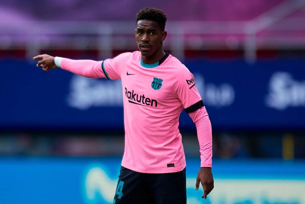 Top Premier League club completes signing of Barcelona superstar