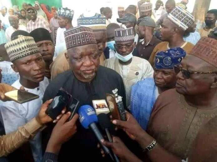 Zaben APC: 'Yan taware da ke tare da Buhari, sun bijirewa APC, Ganduje a Kano