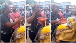 Young lady selling rice to young men dips her hands into food before serving customers, video causes stir