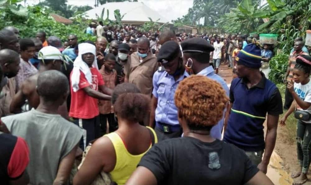 EndSARS: Imo youths defy Uzodinma, burn police station, kill soldiers