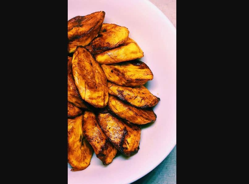 Lady orders fried plantain at a Latin restaurant, gets something different (photo)