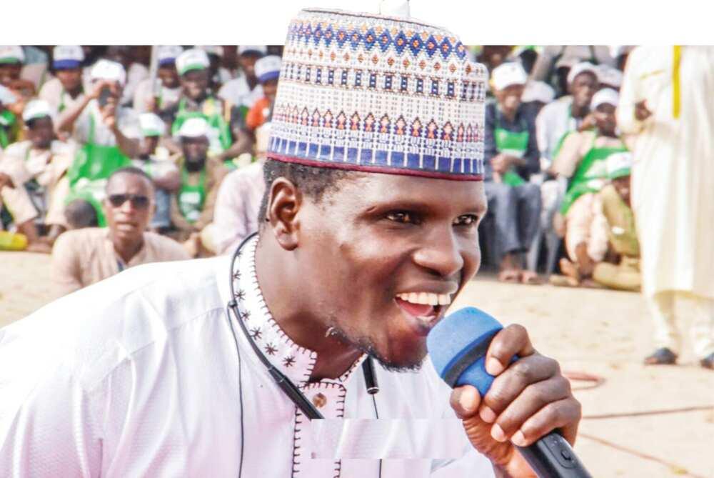 Daga Karshe: Rarara ya rera wa masoya Buhari wakar da suka tura masa kudi ya rera