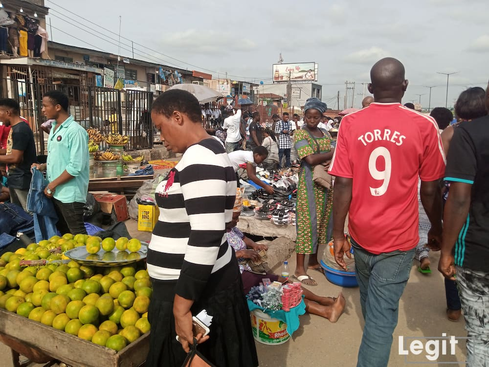 Orange sellers at the market lament increment in the cost of purchase. Photo credit: Esther odili