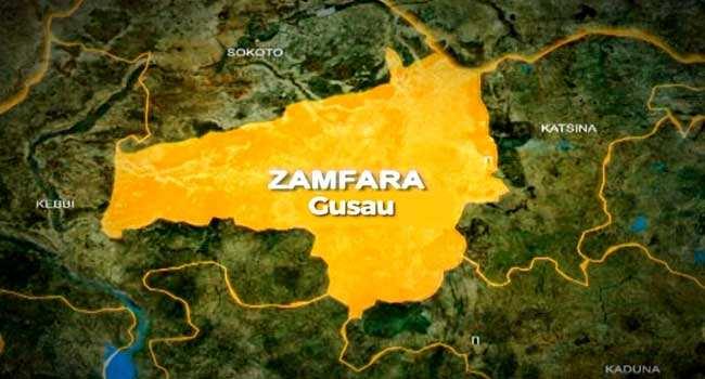 Yan bindiga na zanga-zanga kan sauke Sarki a Zamfara – Sanata Dansadau