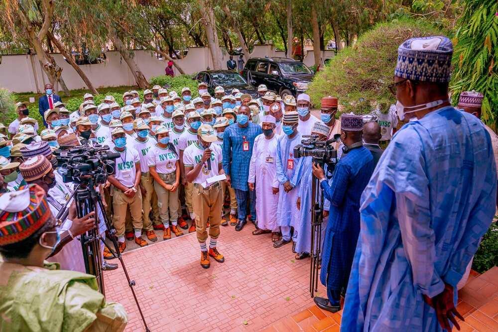 Buhari addressing NYSC members at his home in Daura