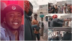 Young man goes to bus park in Port Harcourt, raps sweet song, entertains passengers