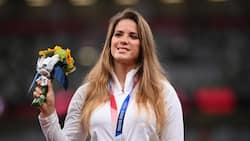 Lady auctions silver medal she won at Olympics so she can pay for baby's hospital bill