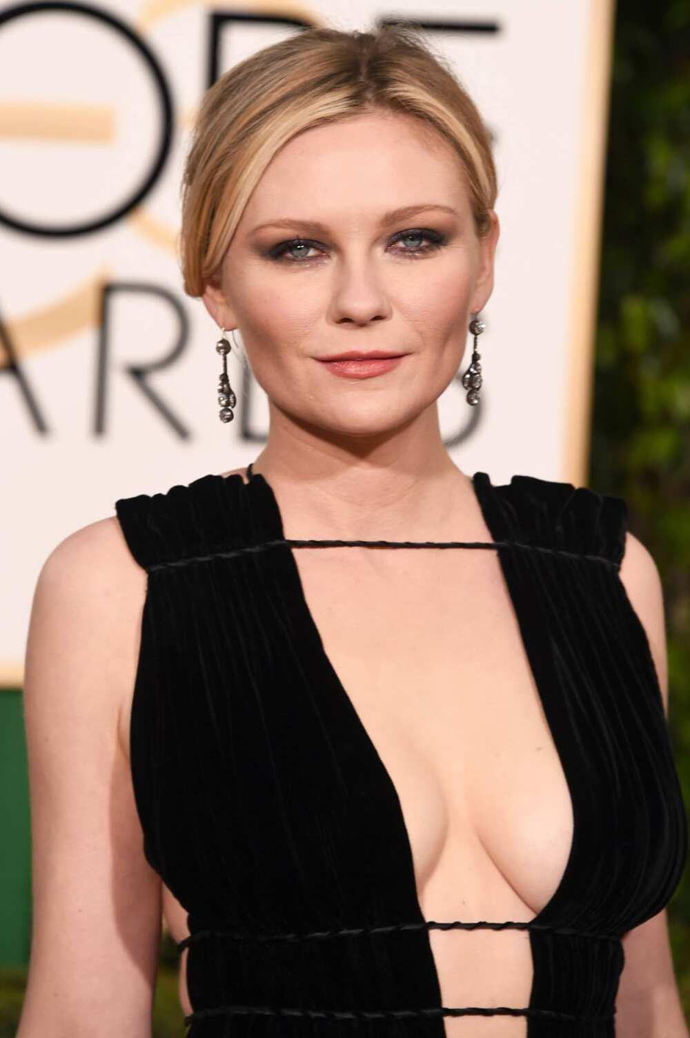 Blond actress