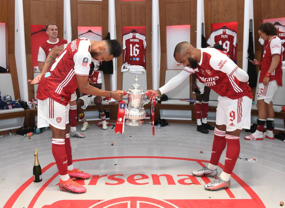 Lovely moment couple dedicated their wedding to Arsenal stars Aubameyang and Lacazatte, remake their famous