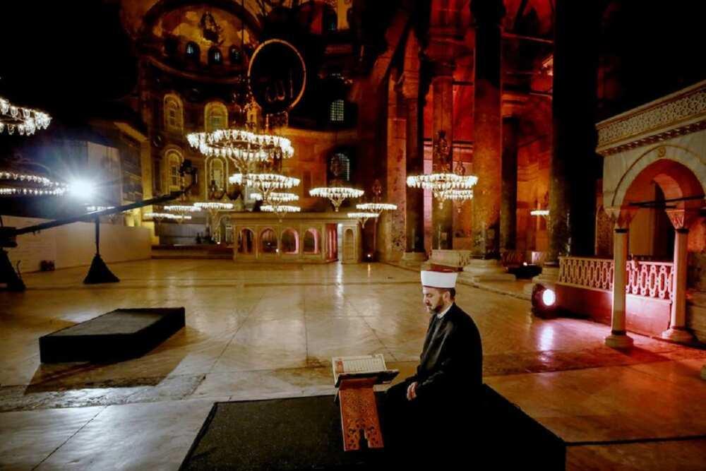 Musulmi sun yi sallar Juma'a ta farko a masallacin Hagia Sofia tun shekaru 86 da su ka gabata