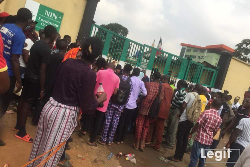 Nigerians waiting to register for NIN