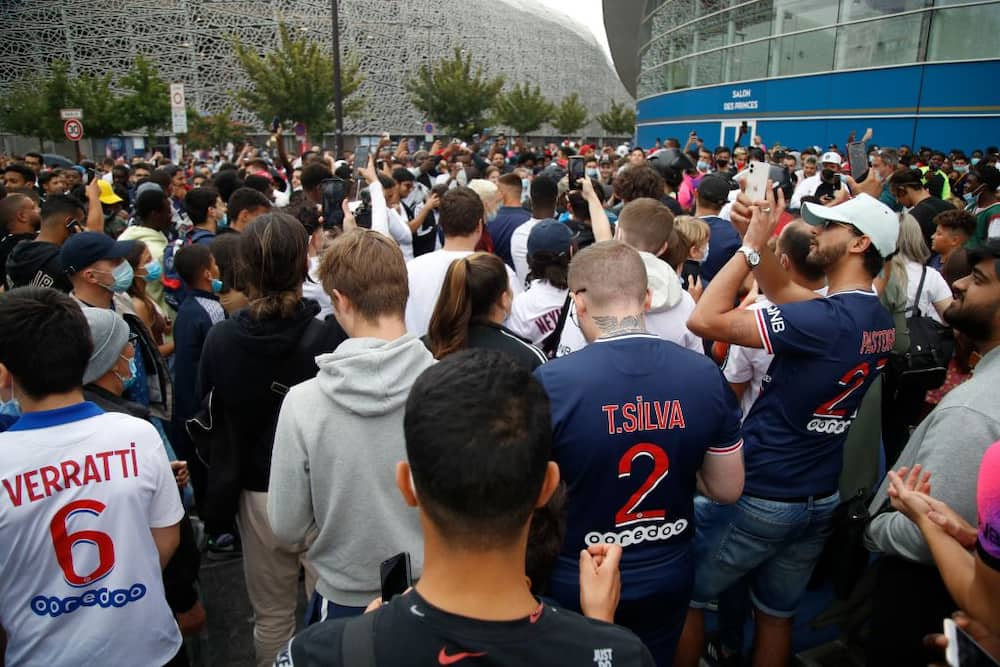 Breaking: Wild celebration as thousands of fans rush to welcome Lionel Messi to PSG