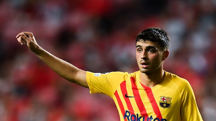 Barcelona agree new 5-year contract with top midfielder, set 1 billion euro release clause