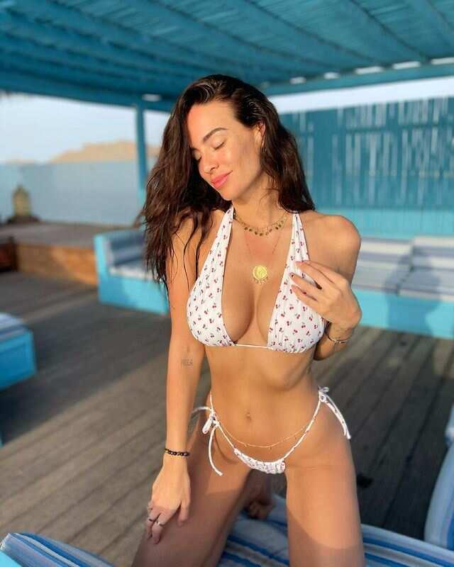 Jade Lagardère en bikini